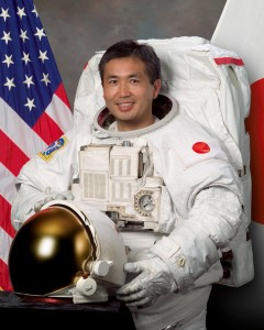 Astronot Jepang pertama kali mengambil perintah dari stasiun ruang angkasa